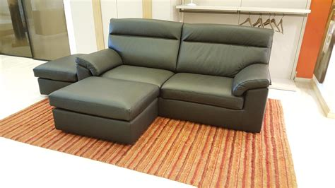divano letto samoa divano letto key di samoa divani in pelle nera e pouff