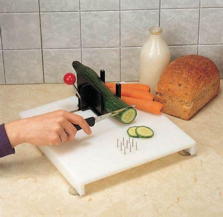 Swedish Cutting Board :: one hand food preparation board