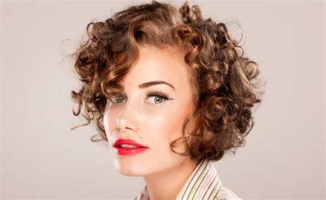 model rambut pendek wanita  populer  tampil