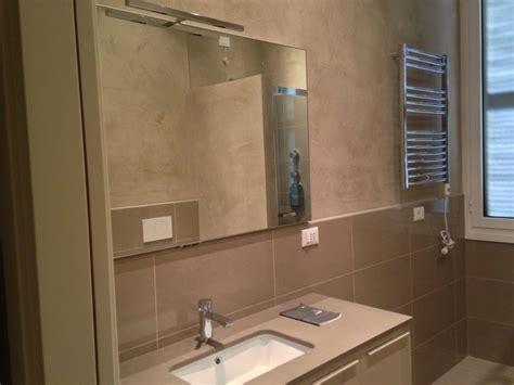 bagno piastrellato foto realizzazione bagno con mobilia piastrellato e