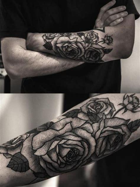 avambraccio fiori tatuaggio braccio fiore dotwork di luciano fabro