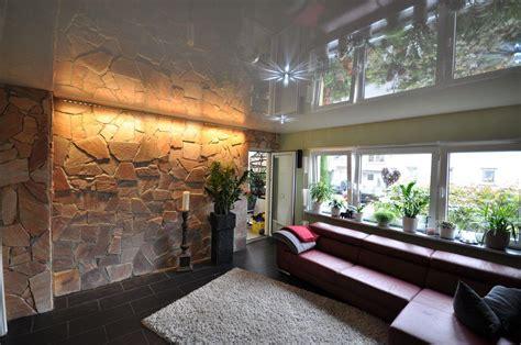 beleuchtung natursteinwand wohnzimmer spanndecken und lackspanndecken hochwertig und schnell