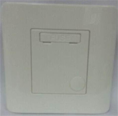 Schneider Electric Zencelo 1 Sakelar Ganda E8431d20 We e8000 白色 13a 保險菲士蘇
