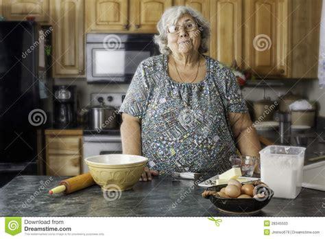 faire r馘uire en cuisine grand maman dans une cuisine pr 233 parant pour faire cuire au