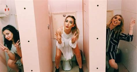 what women do in the bathroom 15 weirdest bathroom conversations every woman has had