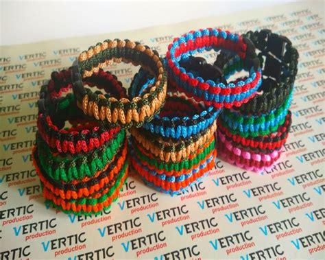 membuat kerajinan gelang dari tali kur 2 cara membuat gelang dari tali kur beserta videonya