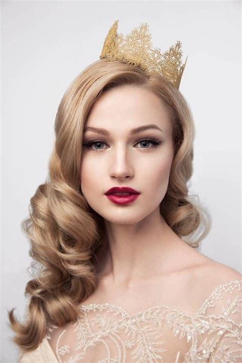 bridals hair style with crown or tiara (10)   HairzStyle