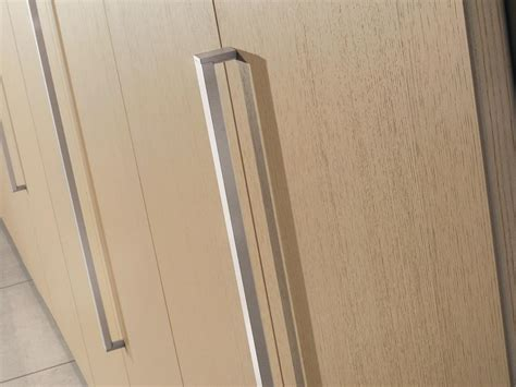 maniglie armadi armadio modulare con maniglie in metallo per ufficio