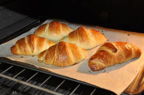 croissant fatti in casa colazione con croissant fatti in casa