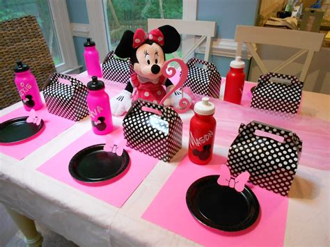 minnie mouse theme decorations adventures with toddlers and preschoolers minnie mouse