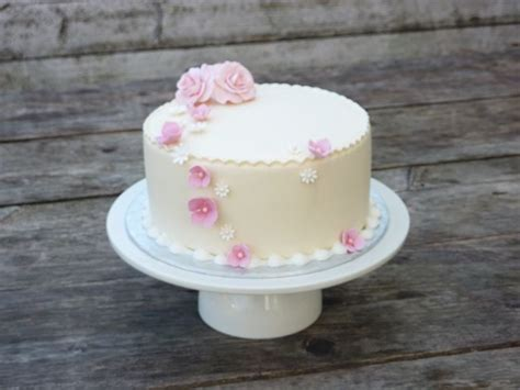Wedding Cakes For Small Weddings by 1000 Images About Small Wedding Cake Ideas On