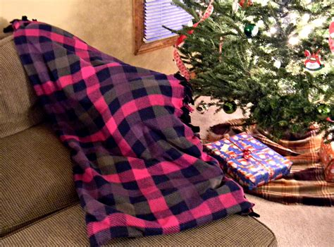 Sew Sew Handmade Holidays - no sew fleece blanket