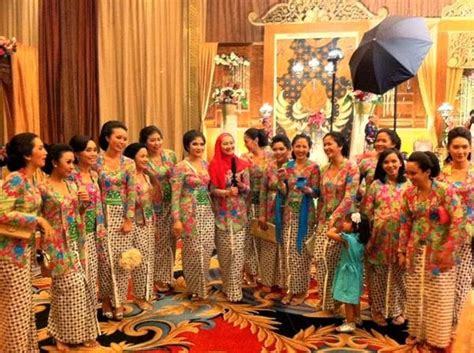 Kebaya Dr 06 boutique by kiky vinola seragam pesta among tamu