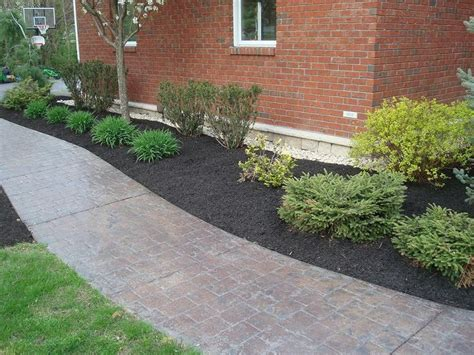 mulch bed ideas 17 best images about flower bed ideas on pinterest