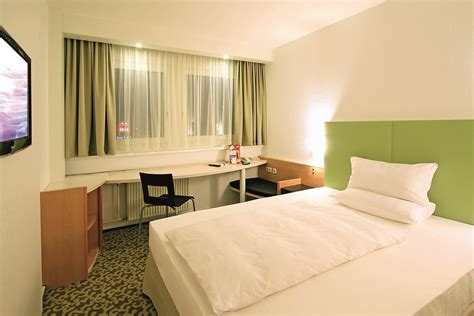 standard queen bed size file ibis hotels dresden single room standard queen size bed png wikimedia commons