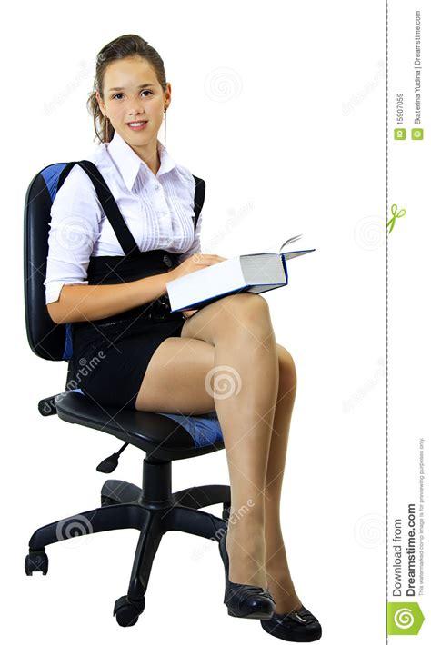 blut auf dem stuhl studentin sitzt auf dem stuhl lizenzfreie stockbilder