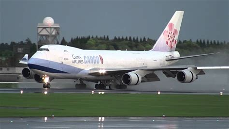 china airlines cargo boeing 747 400f landing at nrt 34r