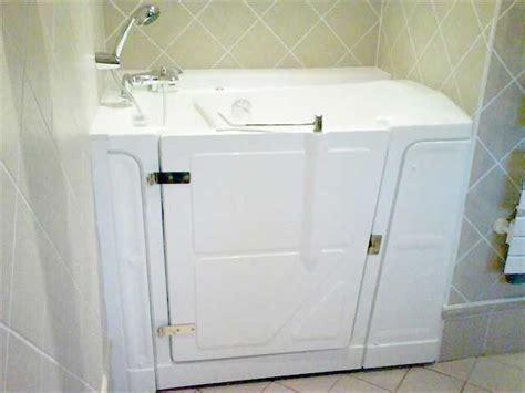 installation baignoire 224 porte dans des salles de bains