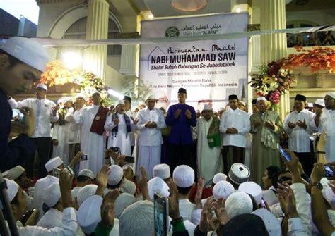 Fadhil Agency Keajaiban Shalat Subuh ribuan umat islam shalat subuh berjamaah dan ikuti acara maulid nabi saw kantor berita islam mina