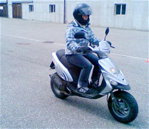 Roller Oder Motorrad Sicherer by Fahrschule Kat A1