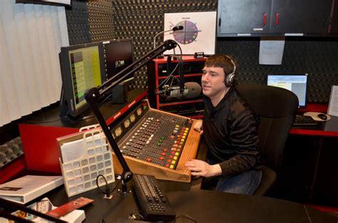 communication arts radio station marywood university the wood word vmfm 91 7 wins best college radio award