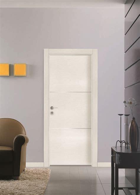 porta interna porta interna con tre inserti in acciaio finitura quarzo