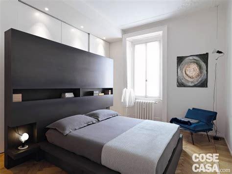 parete letto matrimoniale 110 mq con una parete in vetro per dividere soggiorno e