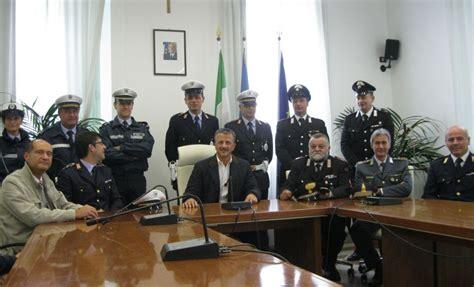 polizia municipale porto recanati pistole alla polizia municipale gli agenti di porto
