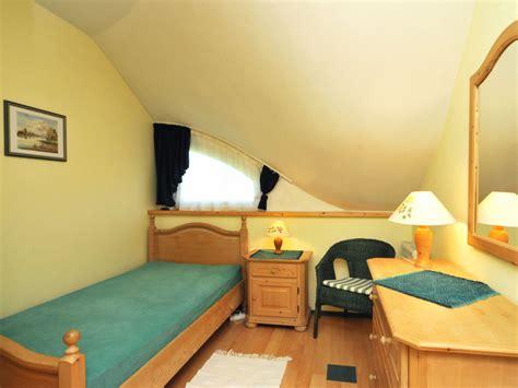 schlafzimmer mit einzelbett ferienhaus zeese ostsee fischland dar 223 zingst wieck