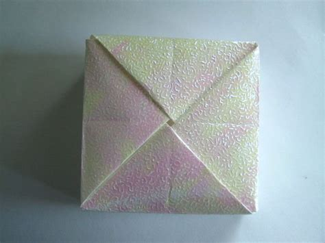 Interlocking Origami - origami box with interlocking flaps