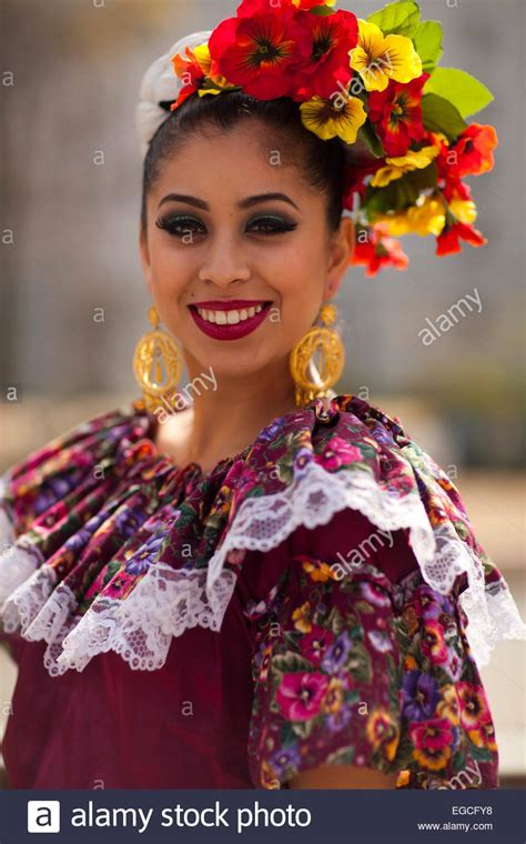 new year parade los angeles 2015 in traditional mexican dress at the 2015 new