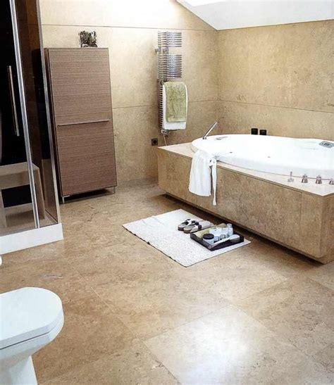 badezimmer platten kaufen kalkstein fliesen platten mosaik mauer