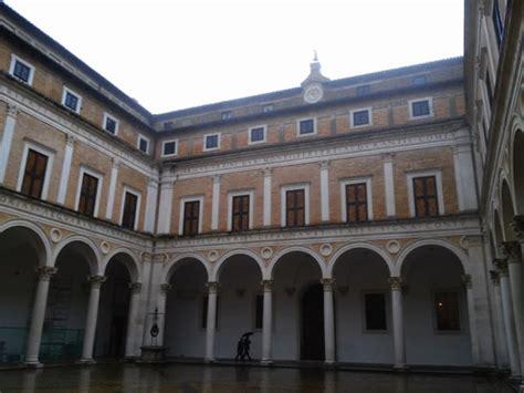 cortile palazzo ducale urbino diario di viaggio a urbino noi nel palazzo ducale e la
