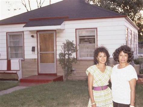 Katherine Jackson House by Katherine And Rebbie Jackson Standing In Front Of Their House On 2300 Jackson Jackson