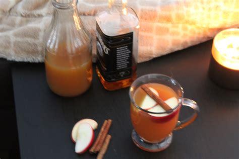 warm bourbon apple cider cocktail itsmyhappyhour