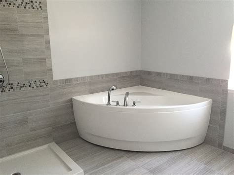 Bathtubs For Small Bathroom by Aquatica Wht Small Corner Acrylic Bathtub
