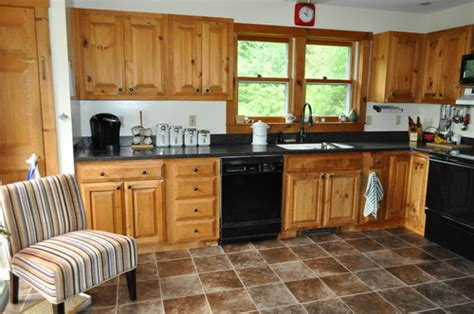 what color kitchen cabinets go with knotty pine walls memsaheb net