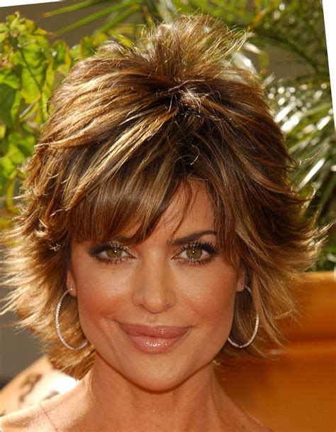 back view lisa rinna hair short haircut and lisa rinna looking younger with a choppy