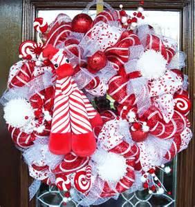 Red white and giraffe deco mesh christmas wreath by decoglitz