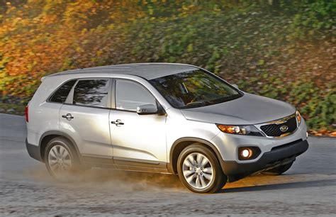 Kia Sorento 4 Cylinder Vs 6 Cylinder 2011 Kia Sorento Is Bigger Rugged Offered In I 4 And V 6