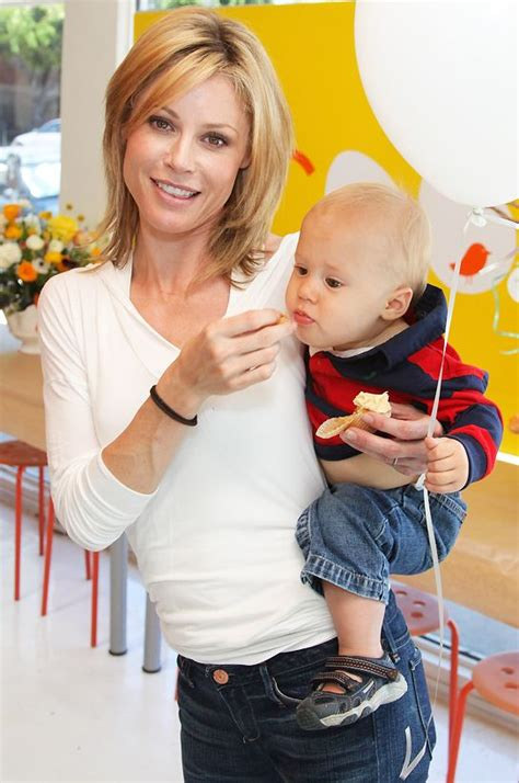 claire from modern family haircut more claire dunphy julie bowen hair ideas pinterest