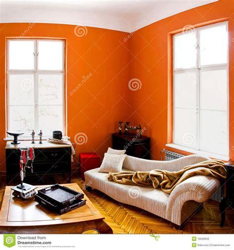 kleine wohnung einrichten intelligente wände couchtisch oval