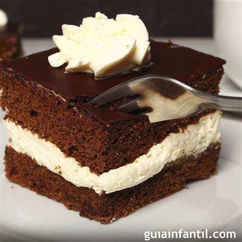 como decorar un bizcocho de chocolate bizcocho esponjoso de chocolate relleno de nata
