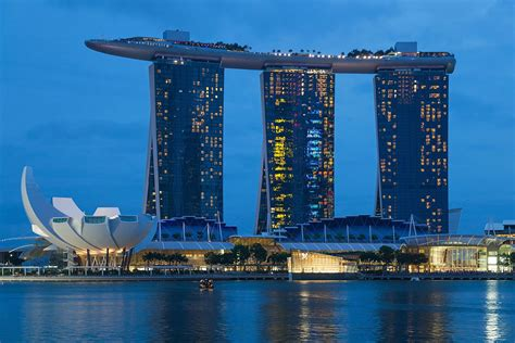 natale christmas singapore marina bay sands file 2016 singapur downtown marina bay sands i artscience museum 10 jpg wikimedia commons