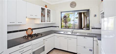 mat駻iaux armoire de cuisine armoire de cuisine moderne charmant armoire de cuisine