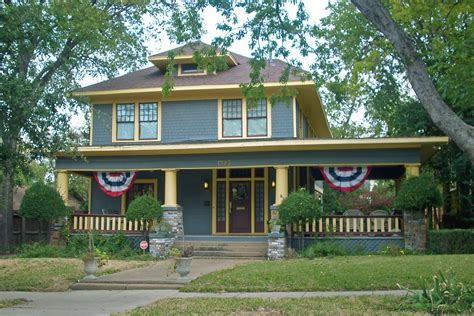 type of house american foursquare house 38 american foursquare home photos plus architectural details