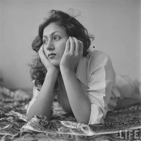 film india madhubala hindi movie actress madhubala in her room photographed