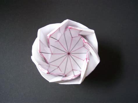Origami C - 40 wonderful origami architecture patterns bored