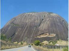 Nanuque, MG | Pedra gigante na estrada... Se alguem souber ... M