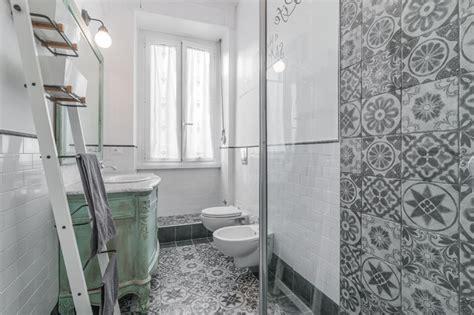 idee per piastrellare un bagno bagno con piastrelle spagnole